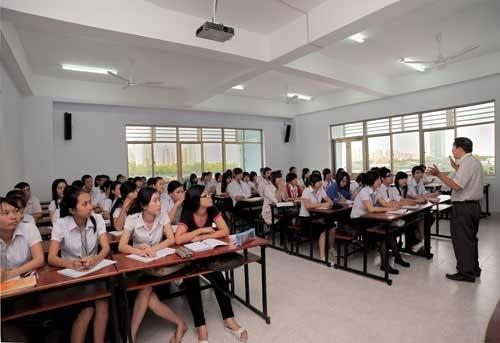 Loa TZ 105 được lắp cho giảng đường trường đại học công nghiệp Hà Nội
