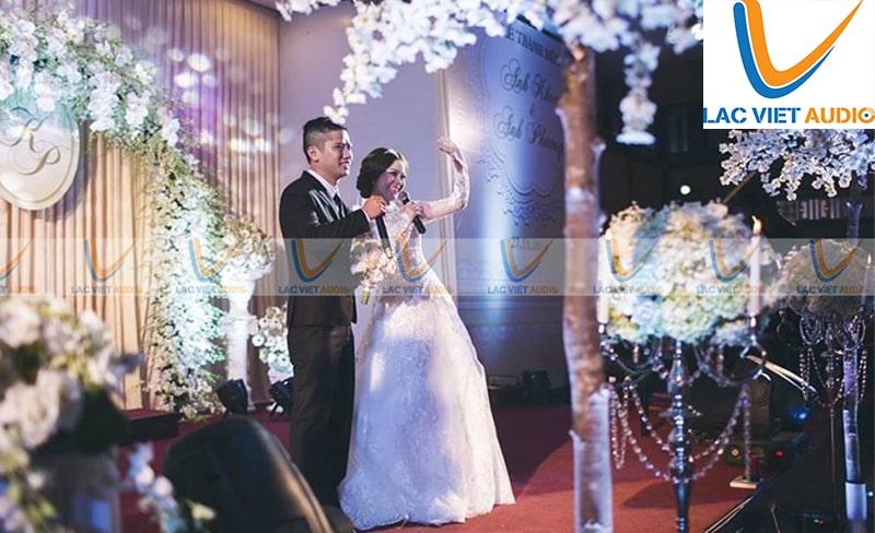 Test dàn loa dám cưới là công việc chúng ta thường thấy trước khi mua dàn loa về hay có đám đình diễn ra.