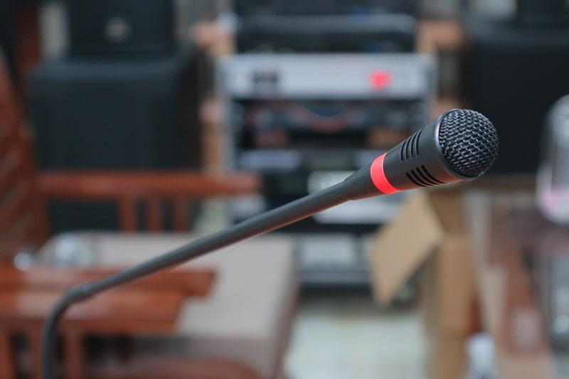 Cảm biến âm thanh tự phát sáng khi thu tiếng ở đầu mic