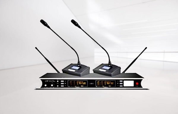 Giá micro hội thảo không dây OBT U4228: 8.900.000 đồng